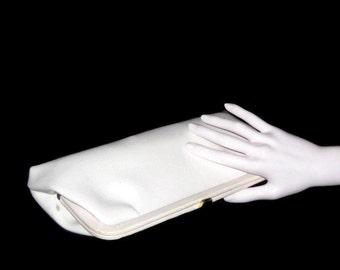 60s White Purse Faux Leather Clutch Vegan Friendly Bag 1960s White Clutch White Vinyl Clutch White Faux Leather White 60s Purse