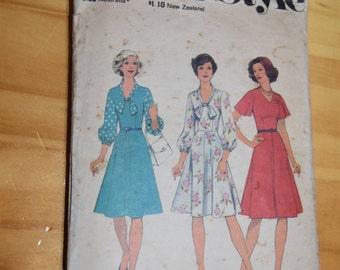 1970s Style Pattern #1166 SIZE 16 1/2 (99cm)