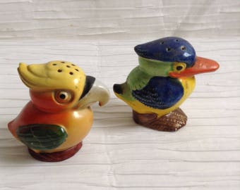 Vintage Ceramic Bird Salt & Pepper set.  Modernist Ceramic Kitsch. 1960's.