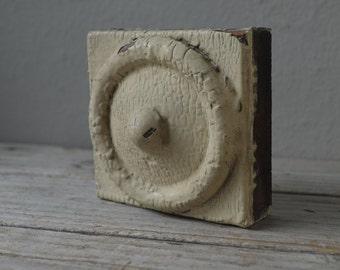 Antique Bull's eye Trim