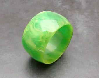 Mid Century Apple Green Bakelite Bracelet