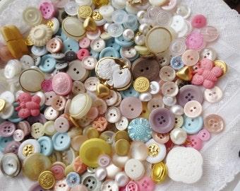 Buttons Lot Vintage Assortment Pink Storage Tin Hankie 315 Pieces Pastel Spring Mix