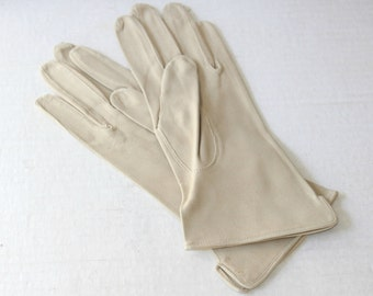 Vintage Suede Gloves , Ladies' Tan / Beige Suede Casual / Dressy Casual Gloves Sz 7 Buttery Soft