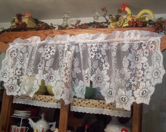 "Pretty 61"" Vintage White JC Penney Floral Lace Valance Scalloped Daffodil Design"