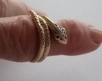 Snake Ring with Diamond Head and Ruby Eyes Yellow Gold 10K 4.1gm Size 7.5