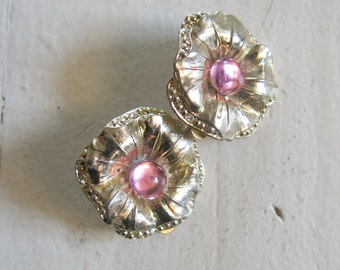 Flower earrings with pink glass