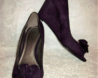 Vintage Ladies Purple Faux Suede Wedge Heels by Dexter Size 7 1/2 Only 8 USD