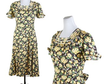 1940s Dress // Yellow Floral on Black Puff Sleeve Ric Rac Button Back Dress