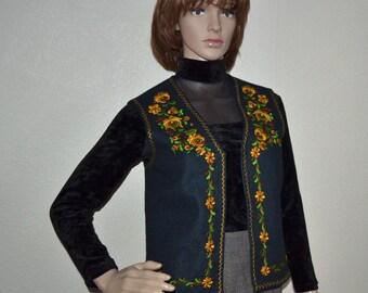Vintage women embroidered floral vest Open Front wool Vest  size M peasant vest  costume  folklore  vest Russian Hungarian NOS