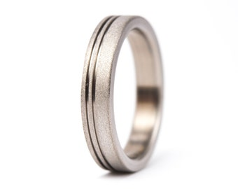 Women's sandblasted titanium ring. Unique and modern wedding band. Water resistant, very durable and hypoallergenic. (00013_4N)