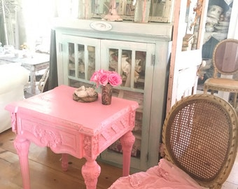 French vintage pink table shabby chic Rachel Ashwell prairie cottage