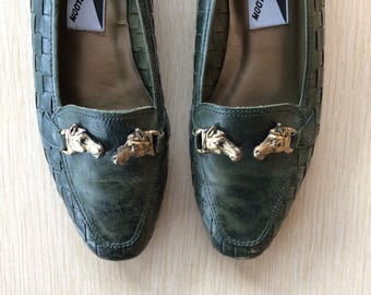 Forrest Green Leather Loafers 6 • Vintage Leather Flats • Leather Slip On Shoes • Brozne Horse Heads • Equestrian Lover • Mootise Tootsies