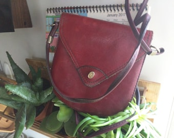 70s-80s BURGUNDY FIOCCHI CROSSBODY Small Three Pocket Bag with Gold Accents