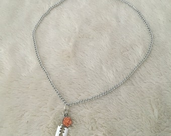 Silver rose necklace in pastel colors with razor charm