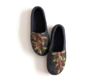 Valentines gift - Felted women slippers - charcoal gray slippers with green tree - made to order - gift for her - wool clogs - home shoes