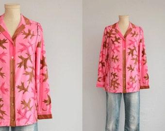 Vintage 60s Vera Blouse / 1960s Mod Novelty Floral Print Cotton Shirt / Fuchsia Pink Border Leaf Print