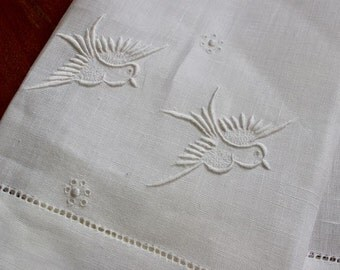 Vintage Linen Towel Tea Birds Hand Embroidery White Fingertip Guest Doves Madeira
