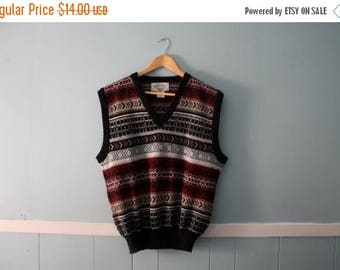 ON SALE Men's vintage patterned sweater vest / 1980s acrylic sleeveless sweater vest / Size Medium