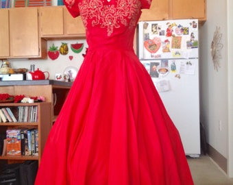 1950s vintage coral red full skirt prom party fancy dress petal bust gown