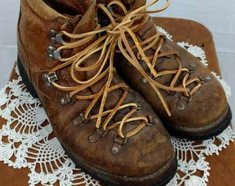 Vintage Heavy Duty Rugged  Hiking Boots / Brown Leather / 70's / Women's Size 8 / Vibram Soles