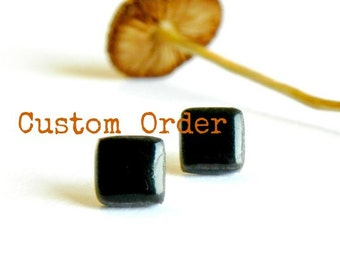 Man Black Tiny Square Stud Earrings - Custom List