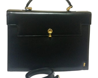Vintage Roberta di Camerino black Kelly bag with golden R logo. Masterpiece from Roberta back in the era.