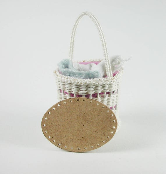 Laundry basket, ground to the wickern, basket weave, to the craft for the Doll House, dollhouse miniatures, modelling