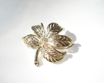 Sarah Coventry Brooch - Vintage Costume Jewelry Pin - Small Flower  1970s