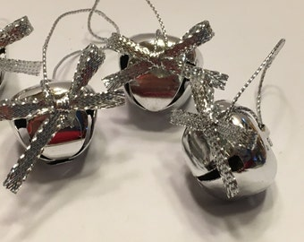 5 with bow decorated silver color jingle bell ornaments, 25 mm (LR)