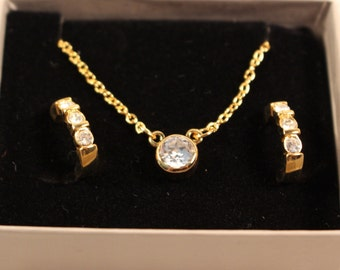 Avon Anniversary Gift Set Gold Tone Necklace and Pierced Earrings - Vintage 1989