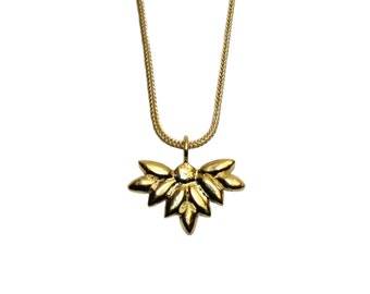 Foliage pendant necklace in gold plated silver