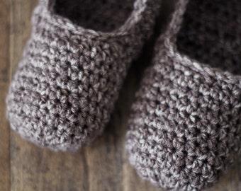 Womens Slippers, Crochet House Shoes. Neutral Slipper Socks, Gift for Mom, Gift for Mother in Law Under 30.