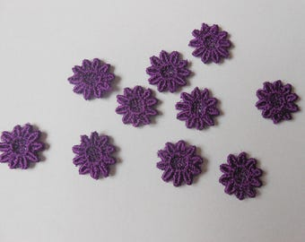 10 pretty little flowers in purple lace of 12 mm