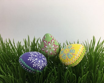 Easter Eggs, Set of 3 Quail Eggs Pysanky, Traditional Polish Eggs, Wax-Embossed Eggs