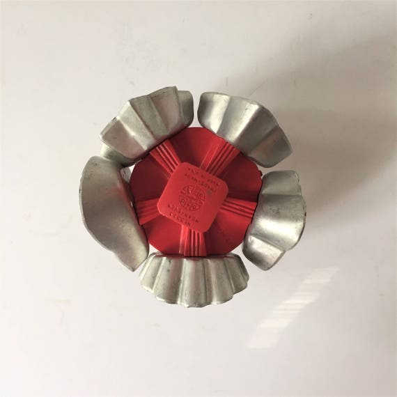 Cookie cutter vintage lazy suzy cooky cutter 1950s five for Canape equipment