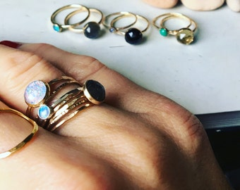 Australian opal and gold stwcking ring