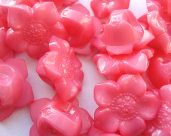 16.5mm Pink Plastic Acrylic Flower Buttons, 1-hole Pink Shank Buttons, Pack of 15 Pink Flower Buttons A165P