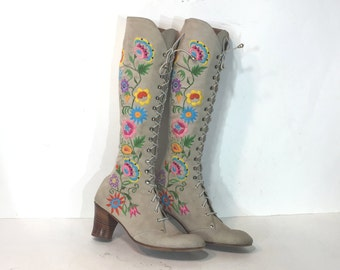 Jerry Edouard boots - size 5.5 AA -  tan suede lace up boots - 1970s embroidered boots - 1970s boots - 1970s lace-up boots - boho boots