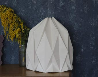 Origami Lamp | Hand-folded paper lamp | Modern pendant lamp for a living room | Minimalist & white lampshade