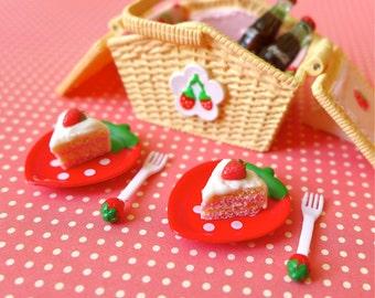 Strawberry Picnic Basket & Handmade Cake Red Version Blythe Barbie Size