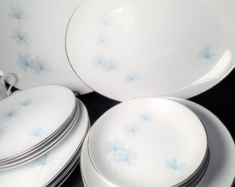 Fine China Japan Celeste 1373 Dinnerware 20 piece set, Near Mint condition, delicate brushed blue and gray flowers, platinum rim