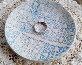 Blue and white polymer clay trinket, jewelry/jewellery dish, handmade, clay dish, ring dish, housewarming, gift, jewellery storage, wedding