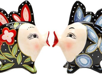 Red and Blue Floral Kissing Fish Black Salt and Pepper