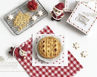 Knitted Christmas Cranberry Mince Pie in 1/12th miniature Dollhouse Christmas Pie