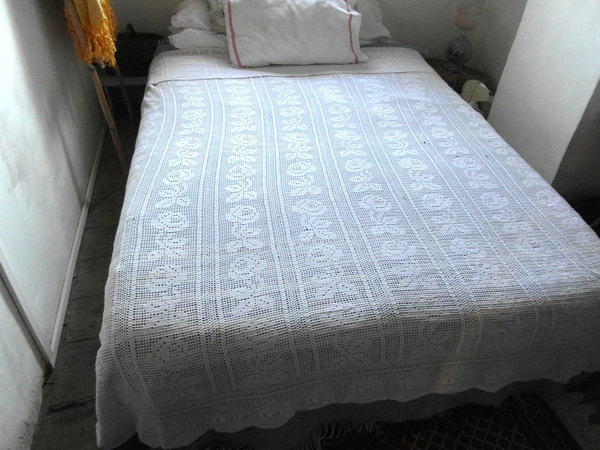 ancien grand plaid couvre lit en coton et dentelles fait. Black Bedroom Furniture Sets. Home Design Ideas