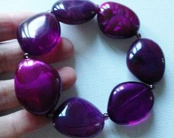 Bracelet  - marbled purple pebble shaped lucite plastic large beads bracelet