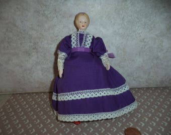 1:12 scale Dollhouse miniature Older Town Square Lady