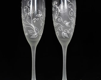 Frosty Wedding champagne Glasses hand painted-White Wedding toasting flutes-Charming Winter Wedding favor-Wedding Gift idea - Winter wedding