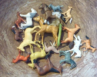 16 Horse Miniature Plastic Horses Toy Figure Animal Terrarium Fairy Garden Supply Kentucky Derby Party (#431)