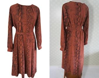 Terracotta cley orange 80s Xl vintage dress. Phyton print. XL belted dress.